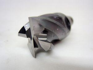 先端16mmヘッド交換式不等リード4枚刃エンドミルの再研磨